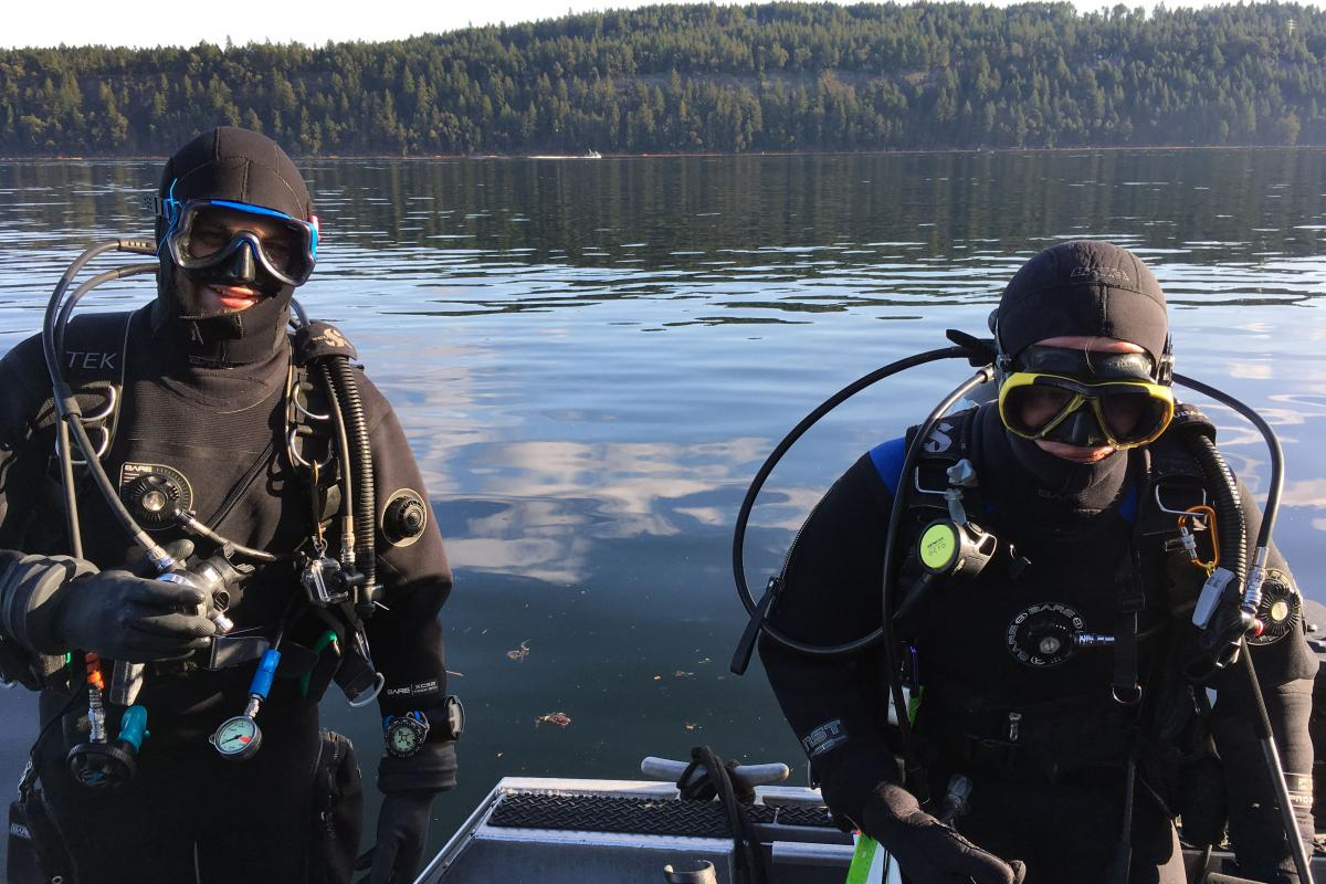 Mark and Brian getting ready for their dive.